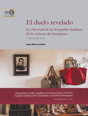 Cubierta del libro El duelo revelado: La vida social de las fotografías familiares de las víctimas del franquismo, publicado por Editorial CSIC