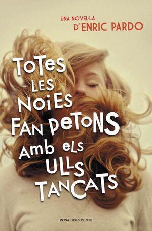 TOTES LES NOIES FAN PETONS AMB ELS ULLS TANCATS